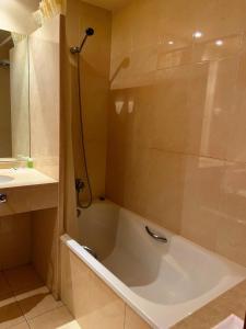 A bathroom at Hotel Berga Park