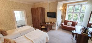 A television and/or entertainment center at Chiseldon House Hotel