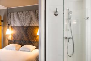 A bathroom at ibis Hotel Brussels Centre Gare du Midi