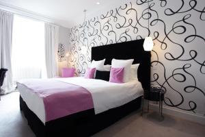 Un ou plusieurs lits dans un hébergement de l'établissement Clarance Hotel Lille