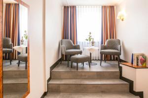 A seating area at BARDOLINO Fine.Food.Hotel