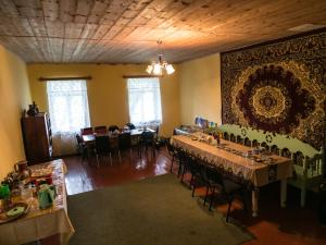 A restaurant or other place to eat at Lia Jamdeliani Guest House