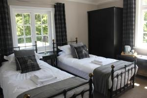 A bed or beds in a room at Prince of Wales