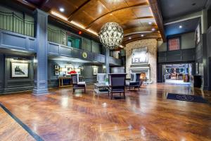 The lobby or reception area at The Campbell House Lexington, Curio Collection by Hilton
