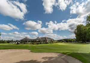Golf facilities at the lodge or nearby