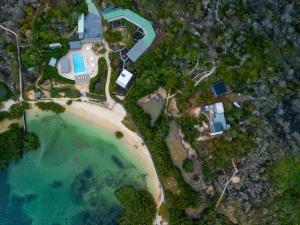 Blick auf Finch Bay Galapagos Hotel aus der Vogelperspektive