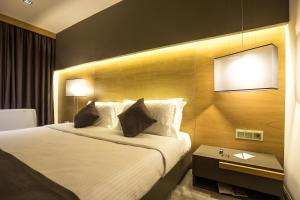 A bed or beds in a room at Rilets Resort & Spa