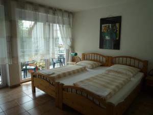 Ein Bett oder Betten in einem Zimmer der Unterkunft biozertifiziertes Hotel Höpfigheimer Hof mit Wein-Shop