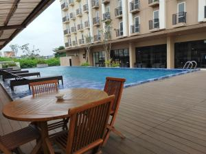 The swimming pool at or near Deluxe Suite Apartel Azalea Suites Cikarang By Urban Style Collections A1819