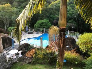 A piscina localizada em Pousada Sítio da Luzia ou nos arredores