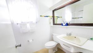 Ein Badezimmer in der Unterkunft The Knutsford Court Hotel