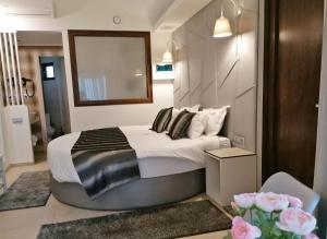 A bed or beds in a room at Ask Cozy Rooms