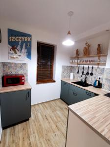 Kuchnia lub aneks kuchenny w obiekcie Goorskie - domki w Szczyrku