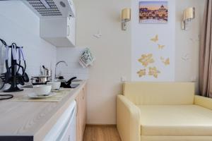 A kitchen or kitchenette at Красивая студия в одной минуте от Кутузовского проспекта!