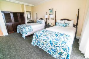 A bed or beds in a room at Courtleigh Hotel & Suites