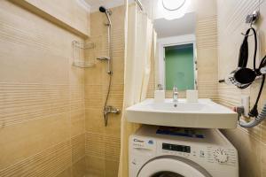 A bathroom at Уютная студия в одной минуте от Кутузовского проспекта