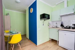A kitchen or kitchenette at Уютная студия в одной минуте от Кутузовского проспекта