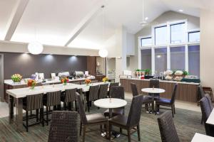 A restaurant or other place to eat at Residence Inn Kansas City Overland Park