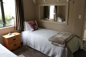 A bed or beds in a room at Mountain View Lodge