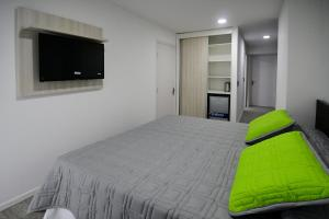 A bed or beds in a room at Quijano Aparts&Suites