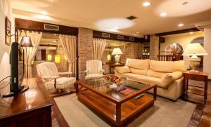 The lobby or reception area at Palacio de Pujadas by MIJ
