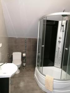 Łazienka w obiekcie Krakowiacy i Ślązacy-noclegi