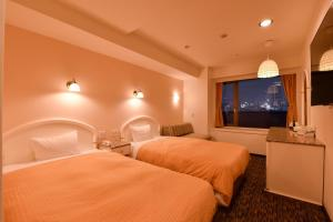 A bed or beds in a room at Kobe Sannomiya Union Hotel