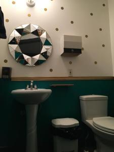 A bathroom at Auberge Alternative