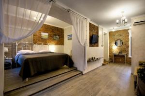Кровать или кровати в номере ReMarka на Столярном