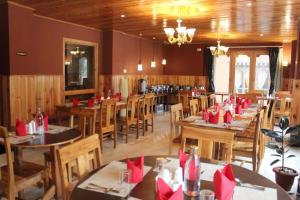 A restaurant or other place to eat at Hotel Khamsum