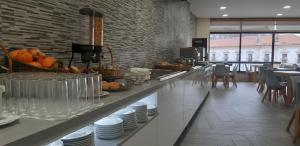 Um restaurante ou outro lugar para comer em Hotel Santa Maria