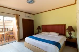 A bed or beds in a room at Thipurai Beach Hotel