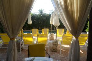 A restaurant or other place to eat at La Casa Hotel