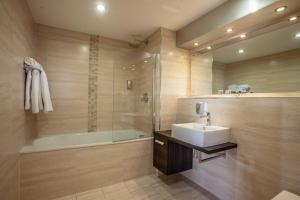 A bathroom at Blackpool FC Hotel