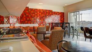 Een restaurant of ander eetgelegenheid bij Hotel Spot Family Suites