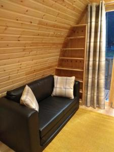 A seating area at Glen View Pod