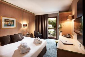 A bed or beds in a room at Hotel L'Europe