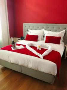 Cama ou camas em um quarto em EMAJ Boutique Hotel