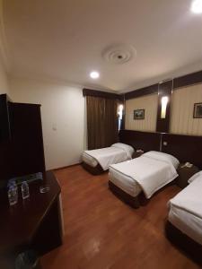 Cama ou camas em um quarto em سيف اليماني