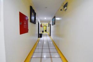 Uma TV ou centro de entretenimento em Al Eairy Apartment-Riyadh 6