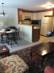 A kitchen or kitchenette at Maplecroft Bed & Breakfast