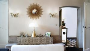 A bed or beds in a room at Luxury Design Hotel Particulier le 28