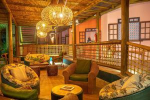 The lounge or bar area at Pousada Villa Maeva Itacimirim