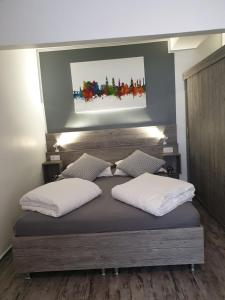 A bed or beds in a room at Pension Zwei A
