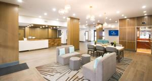 The lounge or bar area at Best Western Plus Suites Downtown Calgary