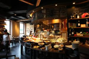 A restaurant or other place to eat at Daiwa Roynet Hotel Sapporo-Susukino