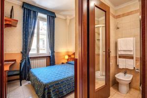 A bathroom at Hotel Verona Rome