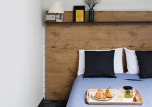 A bed or beds in a room at Railway Hotel & Apartments