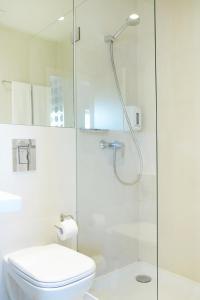 Een badkamer bij Hotel Spot Family Suites