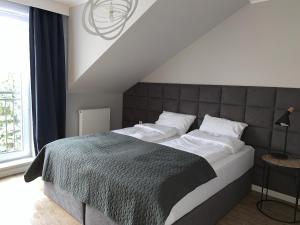 Łóżko lub łóżka w pokoju w obiekcie Apartamenty Leśna 1